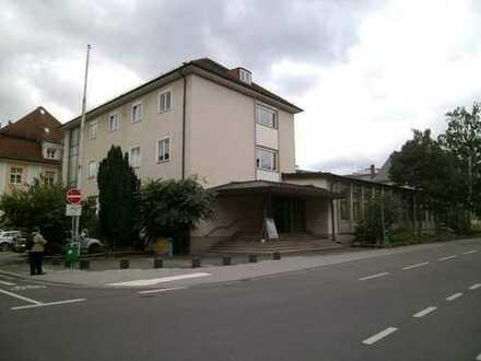 11 schöne Zimmer im Zentrum Neustadt, neu renoviert, gut für WG, Jugendbetreuung, Wohnheim geeignet