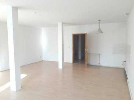 Bremen - Steintor: Schöne 2-Zimmer-Wohnung mit Innenhof und Dachterrasse!