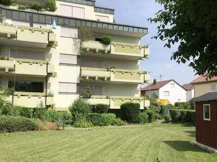 Große Erdgeschosswohnung mit zwei Balkonen in ruhiger Lage