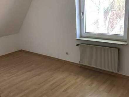 Vollständig renovierte Wohnung mit fünf Zimmern sowie Balkon und EBK in Stuhr Seckenhausen