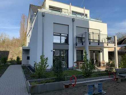 Hochwertige und attraktive 5-Zimmerwohnung auf 2 Etagen in Wiesbaden mit großem Garten
