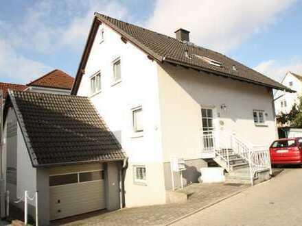 Ruhige und helle 2 Zi.-DG-Wohnung in Eschborn!