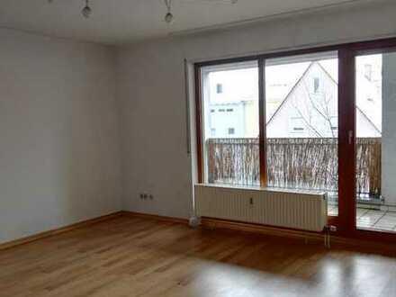Geschmackvolle und geräumige Wohnung mit einem Zimmer sowie Balkon und EBK in Korntal-Münchingen