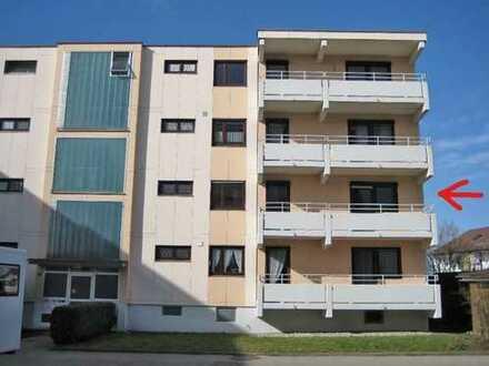 Stilvolle, modernisierte 3-Zimmer-Wohnung mit Balkon und Einbauküche in Lauben