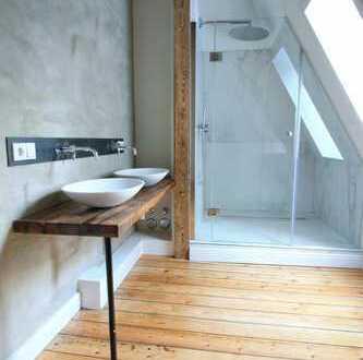 Loftartige Dachgeschosswohnung in denkmalgeschützter Villa