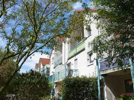 Helle Galeriewohnung mit Balkon, Einbauküche und PKW-Stellplatz in der Tiefgarage!