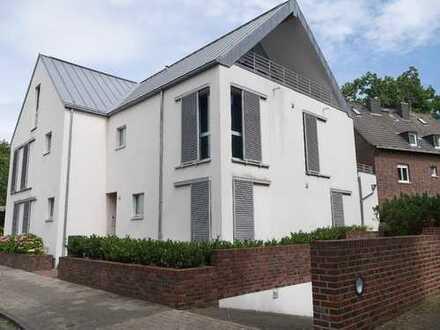 Außergewöhnliche Dachgeschosswohnung mit Fußbodenheizung und Einbauküche!