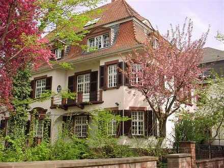Modernisierte 5 1/2 -Zimmer-Maisonette-Wohnung mit Balkon und EBK in Kaiserslautern