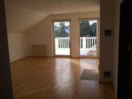 Sehr helle DG Wohnung mit großem Balkon und eigenem Garten in Hemhofen zu vermieten