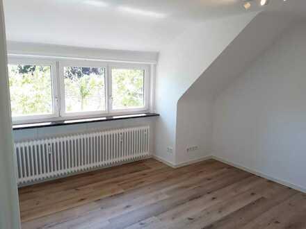Hübsche, komplett sanierte 1-Zi-DG-Wohnung in Stuttgart-Degerloch / Auf der Waldau (für Pendler)