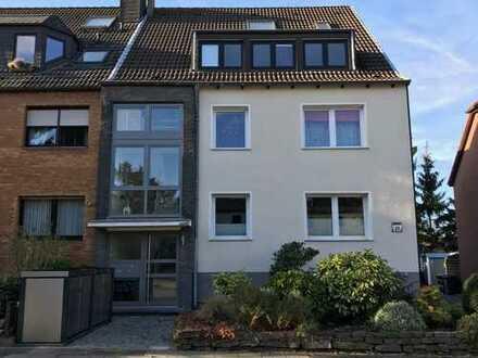 Modernisierte 4-Zimmer-Dachgeschosswohnung mit großen Balkon in Essen