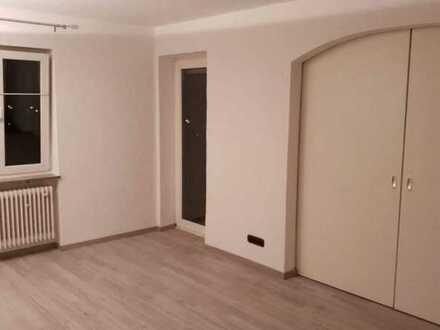 Schönes helles Zimmer in 3er WG / 50m zur Tram 6