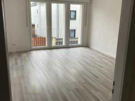 Sanierte wunderschöne großzügige 4 Zimmer Wohnung mit Terrasse