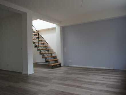 * MODERN SANIERTE WOHNUNG MIT GROSSER DACHTERRASSE * - Großzügige 4-Zimmer-Wohnung in Burgdorf