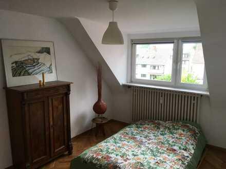 Großes Zimmer im grünen Dünnwald