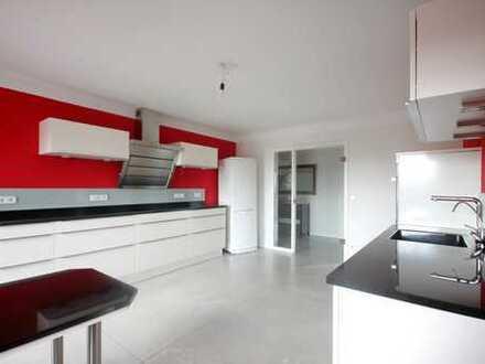 Großzügige 4 Zimmer Wohnung in zentrumsnaher Toplage und mit sonnigem Balkon!