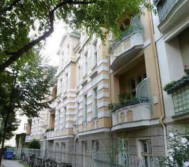 Potsdam-West: 1 Zi als Kapitalanlage im Altbau mit Staffelmiete - 2,1% Rendite