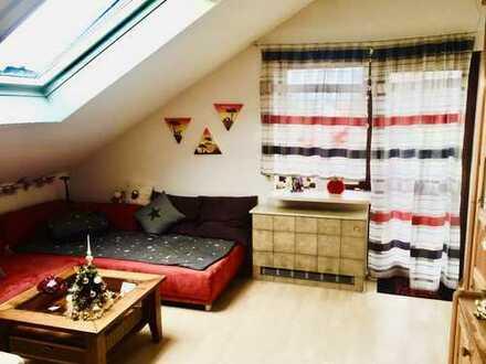 Lichtdurchflutete 2,5-Zimmer-Wohnung mit Balkon und EBK in Keltern