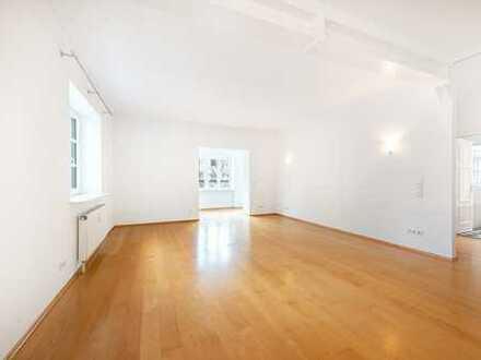 Äußerst charmante 3-Zimmer-Altbauwohnung mit zwei Balkonen in urbaner und ruhiger Bestlage