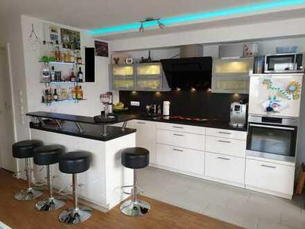 Stilvolle, gepflegte 3-Zimmer-Wohnung mit Balkon und Einbauküche in Aschaffenburg