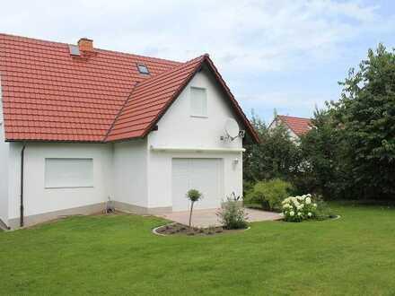 Ansprechendes, freistehendes Einfamilienhaus mit idyllischem Garten in Rathsberg