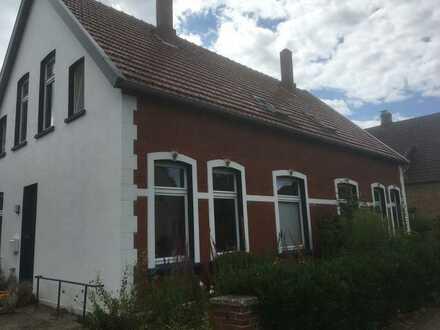 Modernisierte Dachgeschosswohnung mit drei Zimmern und EBK in Oldenburg (Oldenburg)