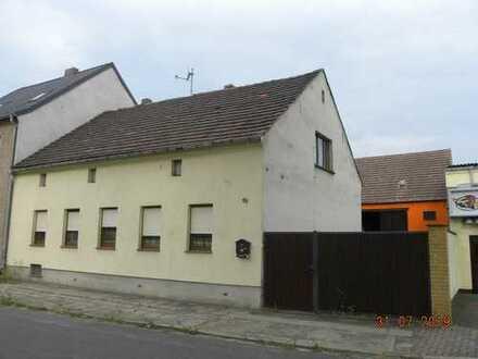Wohnhaus mit Nebengelassen und Garten -leerstehend-; Mindestgebot 17.500 €; bitte Exposee beachten!!