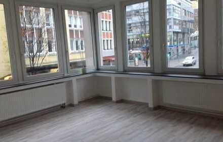 Top renovierte Wohnung mit großem Balkon, auch WG geeignet