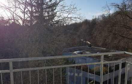 Gepflegte 4-Zimmer-Wohnung mit Balkon und EBK in Stuttgart- Vaihingen