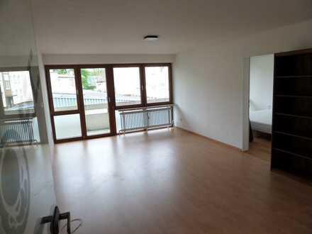 Achtung Kapitalanleger! Helle 2-Zimmer Wohnung in zentraler Lage mit großem Balkon