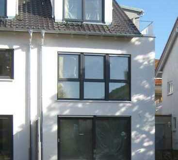 Moderne Doppelhaushälfte in Leonberg - Erstbezug zum 01.01.2020