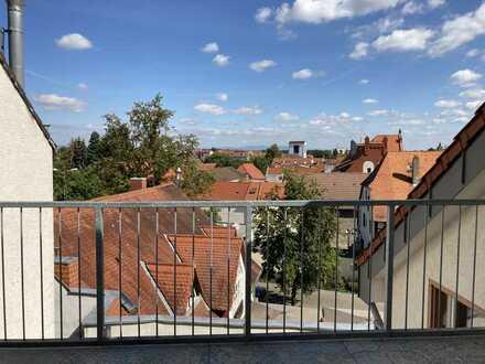 2 Zimmer / 60 m² DG-Wohnung mit Terrasse und Einbauküche in Groß-Gerau