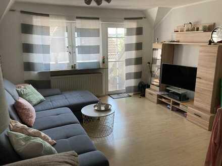 Gepflegte 3-Zimmer-Dachgeschosswohnung mit Balkon und EBK in Hof
