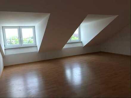 Helle Dachgeschoss-Wohnung in Pasing