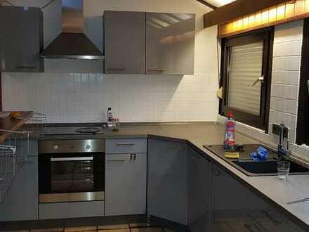 Modernisierte 4-Zimmer-Maisonette-Wohnung mit Balkon und Einbauküche in Ludwigshafen Oppau