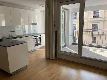 Neuwertige und geräumige 2-Zimmer-Wohnung mit Loggia