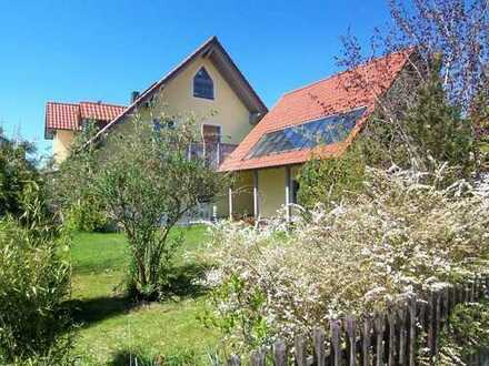 Ch.Schülke-Immobilien; Schöne DHH mit Garten und Garage in ruhiger Lage