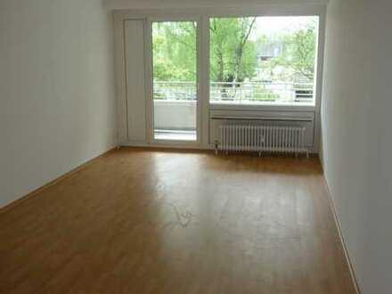 Modernisierte 3 Zimmer Wohnung mit Balkon - zentral und doch im Grünen