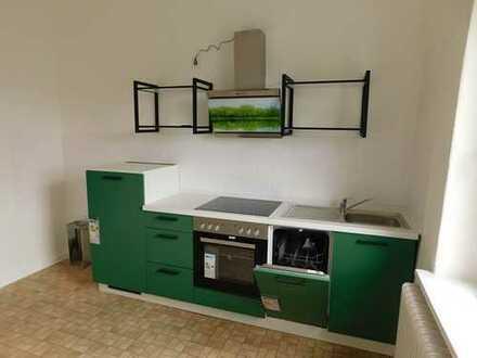 großzügige Altbauwohnung mit Fahrstuhl 2 Zimmer, Einbauküche, Bad, WC