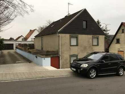 Renovierungsbedürftiges Einfamilienhaus / Zweifamilienhaus in ruhiger Wohnlage bei Schwabach / Roth