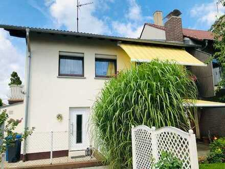 Gepflegte DHH in toller Wohnlage mit zwei Balkonen, Terrasse, Nebengebäude und großem Garten