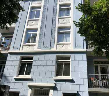 Top modernisierte Erdgeschosswohnung mit grünem und sonnigem Garten im Jugendstilhaus