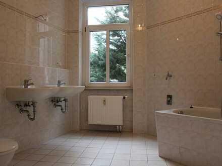 Wieder zu Haben!! 4 ZW mit Laminat & Tageslichtbad mit Badewanne + Doppelwaschbecken