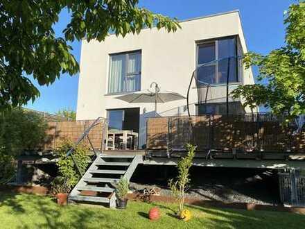 Falkenegg: Modernes Einfamilienhaus mit schönem Garten / exklusive Ausstattung / Neubau / Zweitbezug