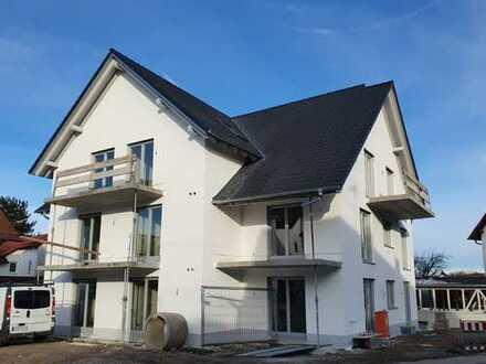 Neubau Dachgeschoss: 2 Balkone, Aufzug, Tiefgarage, zentrale Lage, Räumhöhe 3,2m, KFW 55