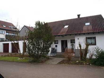 4,5 Zimmerwohnung im Haus-im-Haus-Stil mit sehr grossem, eigenen Garten und riesigem UG ***