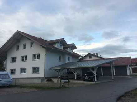 Stilvolle, neuwertige 3-Zimmer-Wohnung mit Balkon und Aufzug in Bernau am Chiemsee