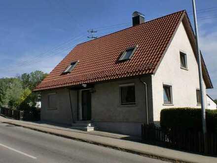 Zentral in Oberkirchberg! Einfamilienhaus mit viel Platz/Potential wartet auf Modernisierung