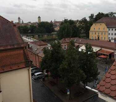 Exklusive 2-Zimmer-Dachgeschoß-Whg. direkt an der Steinernen Brücke