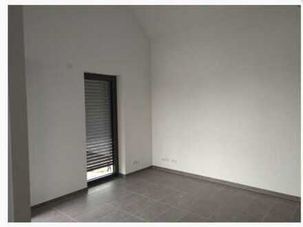 Exklusive, neuwertige 3-Zimmer-Dachgeschosswohnung mit Balkon und Einbauküche in Main-Taunus-Kreis
